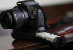 TERTEMİZ CANON 550D + 18-55 Lens + Orjinal Baterry Grip + 2 Adet Orjinal Batarya + 18-55 Uzatma Tüpü