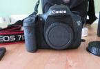 Canon7D Body+EF1:8 50 mm+Grip+4 gb CF .