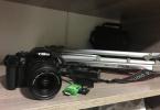Canon 1100D 18-55 lens + tripod çantasıyla beraber.